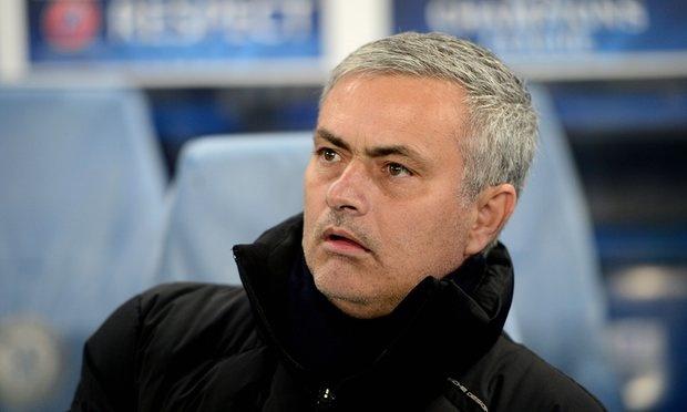 Mourinho chua the ve MU vi rac roi voi Chelsea hinh anh