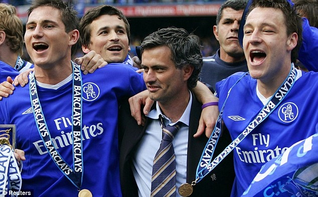 Mourinho mat tay voi cau thu tre hinh anh 1