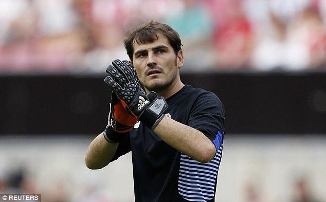 Iker Casillas phan biet chung toc voi cau thu Han Quoc? hinh anh