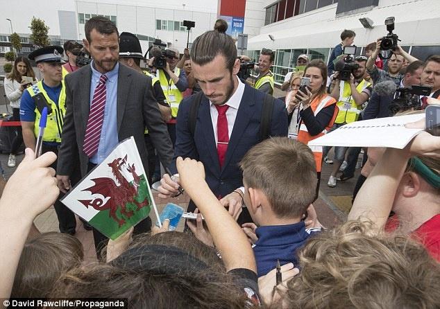 Gareth Bale va dong doi banh bao roi xu Wales du Euro 2016 hinh anh 4