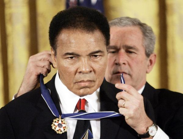 Muhammad Ali - Tu cau be ngheo kho den ong vua quyen Anh hinh anh 22