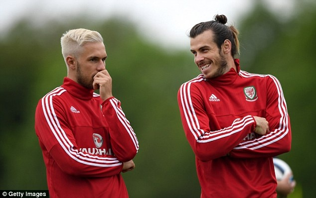 Gareth Bale va dong doi banh bao roi xu Wales du Euro 2016 hinh anh 15
