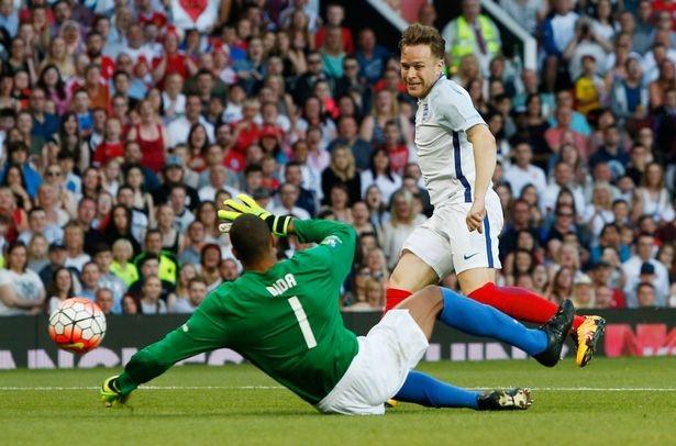 Mourinho, Pele banh bao di xem tuyen Anh thang doi Ranieri hinh anh 13