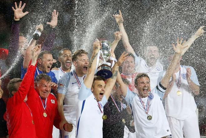 Mourinho, Pele banh bao di xem tuyen Anh thang doi Ranieri hinh anh 20