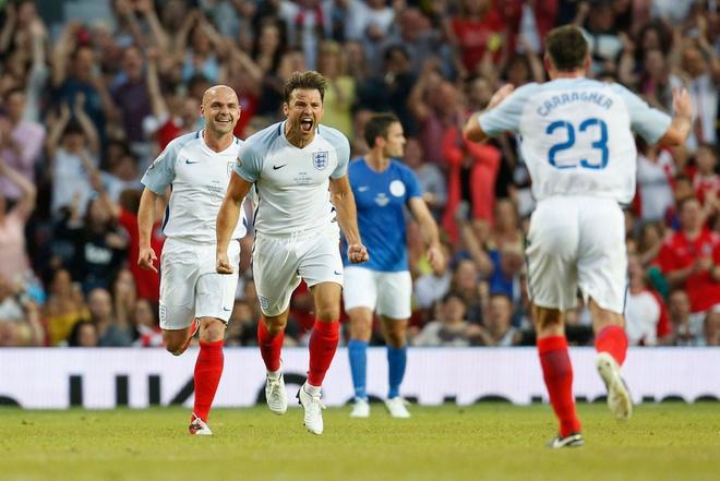 Mourinho, Pele banh bao di xem tuyen Anh thang doi Ranieri hinh anh 14