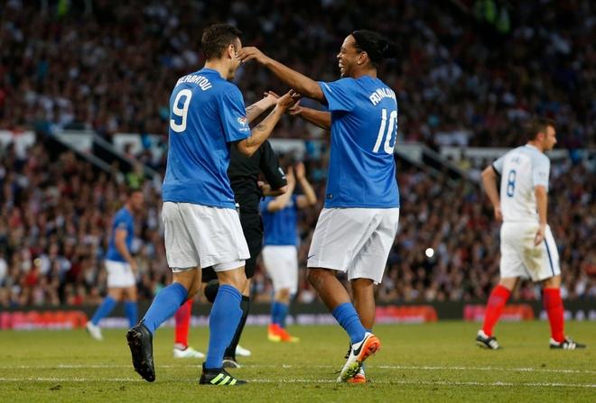 Mourinho, Pele banh bao di xem tuyen Anh thang doi Ranieri hinh anh 17