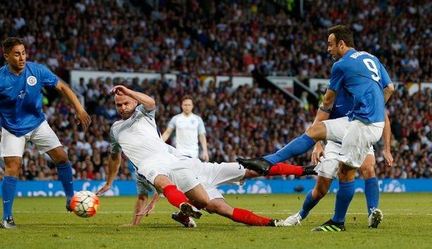 Mourinho, Pele banh bao di xem tuyen Anh thang doi Ranieri hinh anh 16