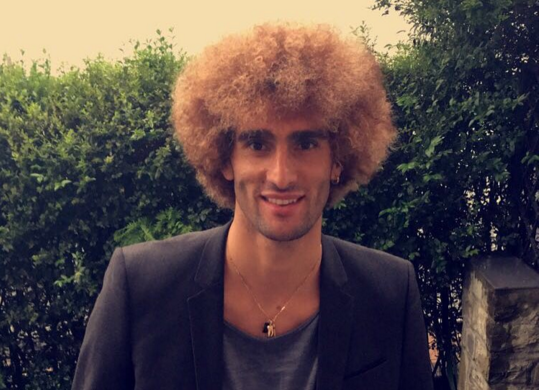 Fellaini nhuom toc vang hoe, hao hung khoe anh hinh anh