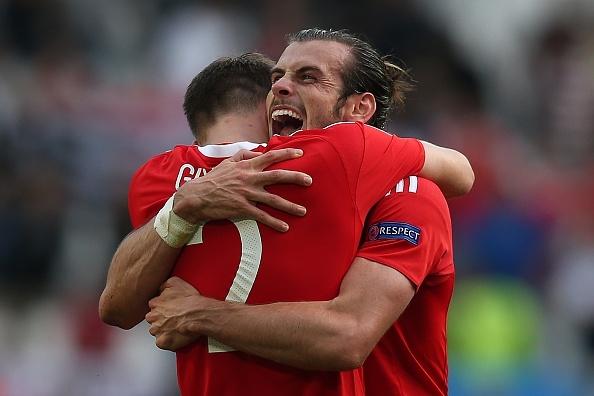 Loat cot moc duoc lap sau ban thang cua Gareth Bale hinh anh
