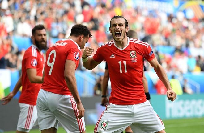 Loat cot moc duoc lap sau ban thang cua Gareth Bale hinh anh 1