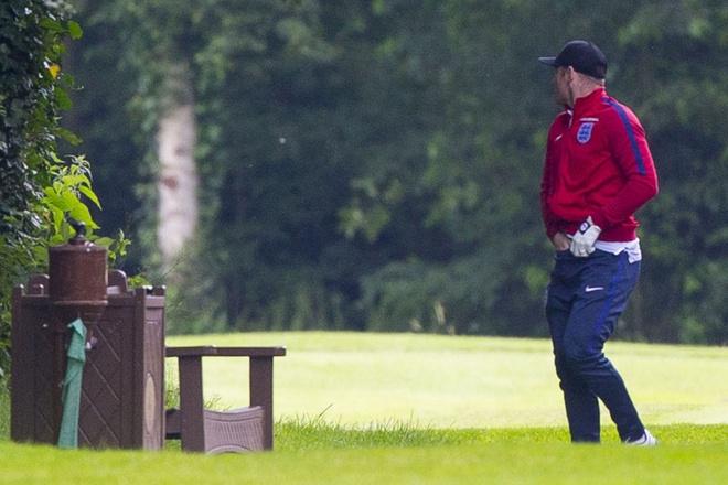 Rooney bi bat qua tang te bay hinh anh 3