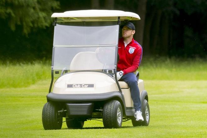 Rooney bi bat qua tang te bay hinh anh 1