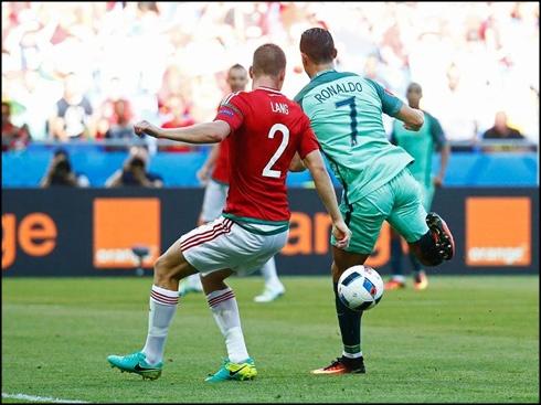 Ronaldo – Ong vua ghi ban bang danh got hinh anh
