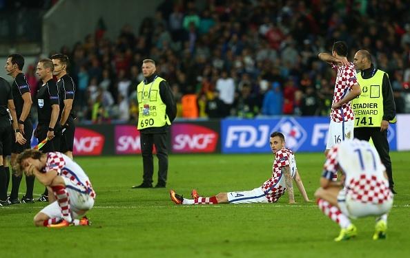 Modric nuc no trong vong tay an ui cua Ronaldo hinh anh 4