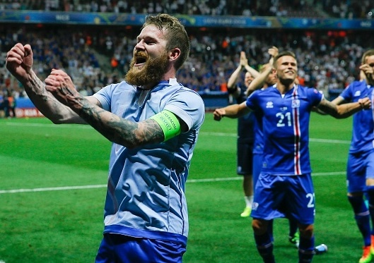 Ly giai hang loat tu 'son' o cuoi ten cau thu Iceland hinh anh