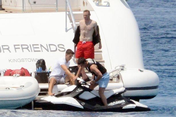Rooney lai moto nuoc, trut bo noi buon that bai hinh anh 3
