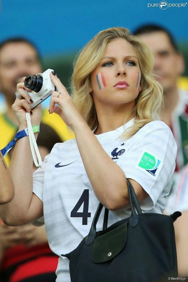 Dai chien WAGs Phap vs Iceland: Chu nha ha knock-out khach hinh anh 13