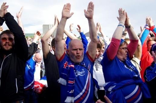 Hon 20.000 CDV vo tay o thu do Iceland hinh anh