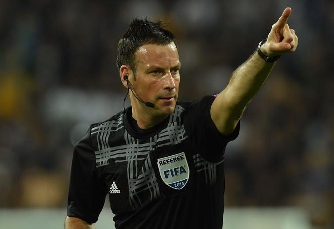 UEFA chon trong tai Anh bat chung ket Euro 2016 hinh anh