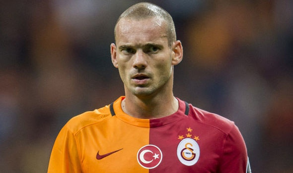 Sneijder nop phat gan 2 trieu bang cho 11 the vang hinh anh
