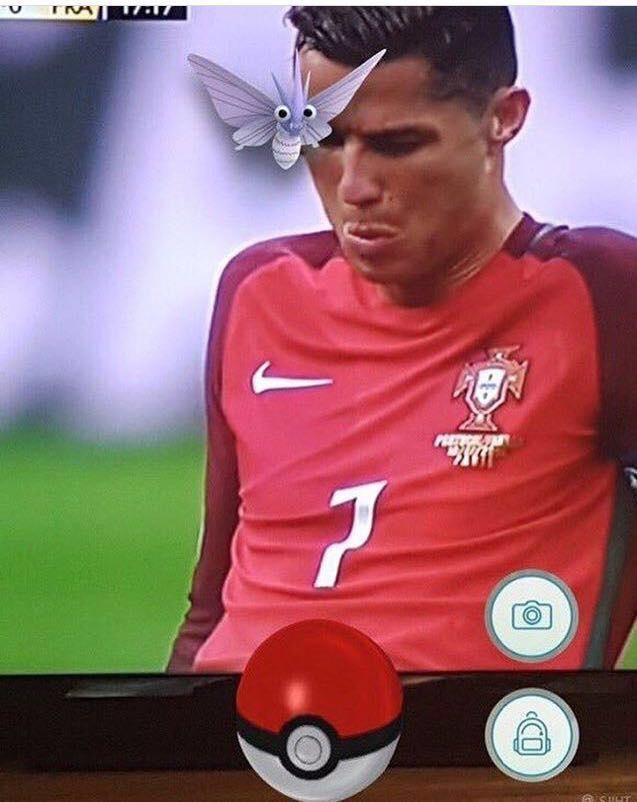 Anh vui ve chu buom dau tren mat Ronaldo hinh anh 1