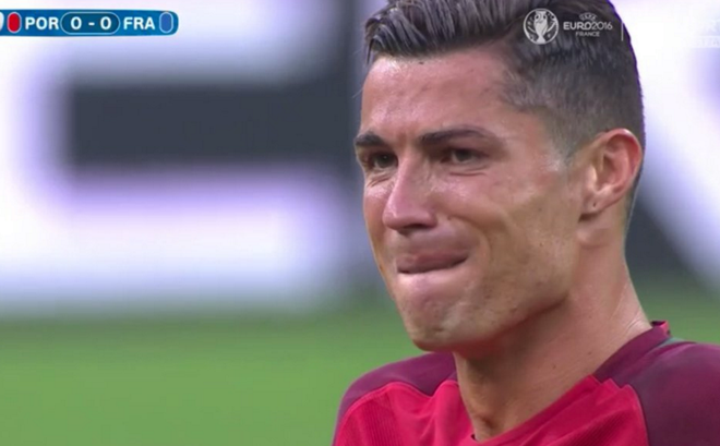 Ronaldo khoc nghen vi chan thuong hinh anh