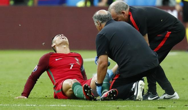 Ronaldo khoc nghen vi chan thuong hinh anh 4