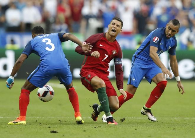 Ronaldo khoc nghen vi chan thuong hinh anh 1