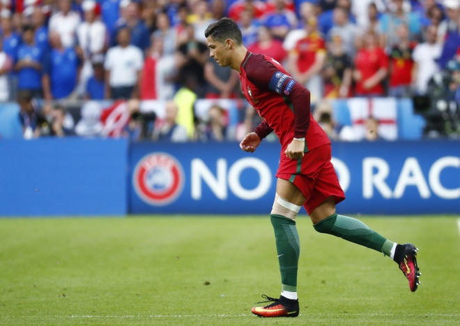 Ronaldo khoc nghen vi chan thuong hinh anh 11