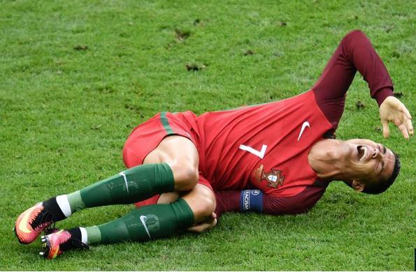 Chi gai so sanh Ronaldo voi Chua Jesus hinh anh