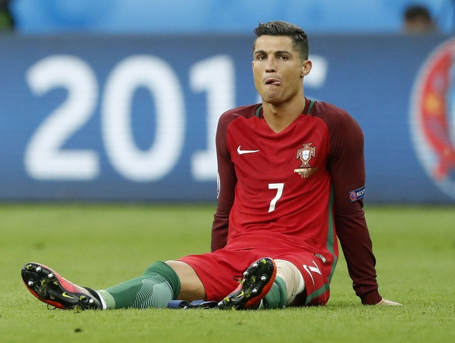 Ronaldo tri thuong dau goi o phong kham rang hinh anh