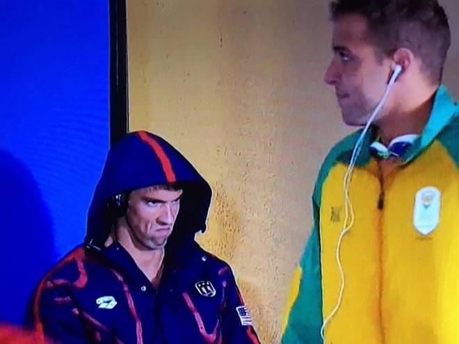 Anh che Michael Phelps nhin doi thu bang anh mat thu han hinh anh
