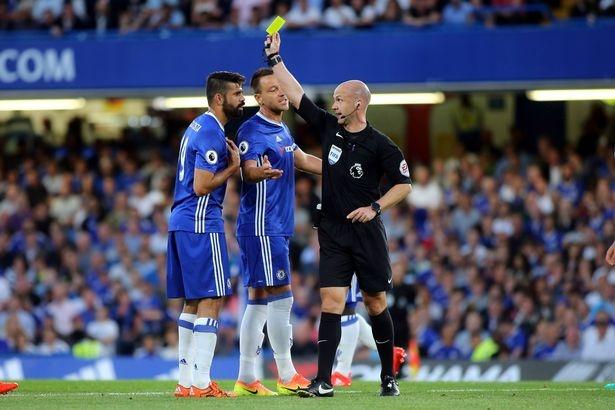 Diego Costa dap vao chan thu mon West Ham hinh anh 7