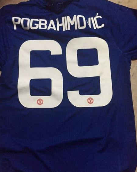 Fan MU tu che ao dau ket hop Pogbahimovic 69 hinh anh 1