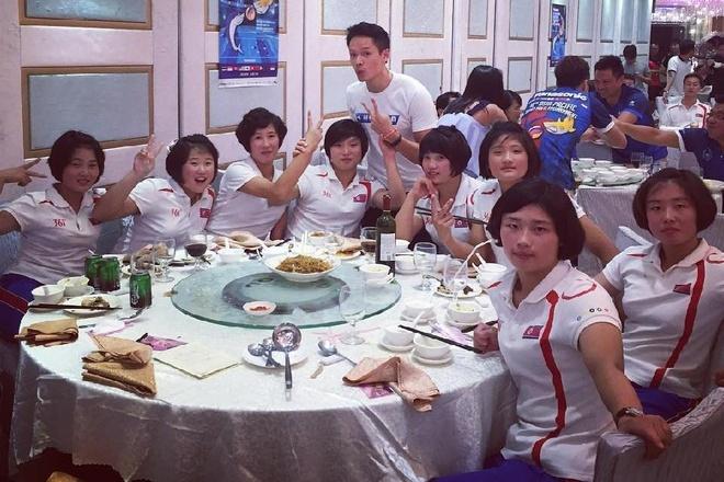 VDV Trieu Tien duoc chao don nong nhiet o san bay hinh anh 2