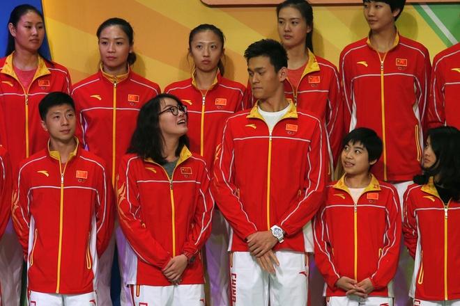 Sun Yang gap Chan Tu Dan, dua nghich voi VDV xinh dep hinh anh 13
