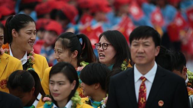 Sun Yang gap Chan Tu Dan, dua nghich voi VDV xinh dep hinh anh 5