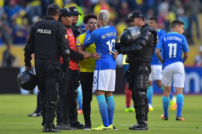 Neymar ghi ban va kien tao, Brazil thang o do cao 3.000 met hinh anh 12