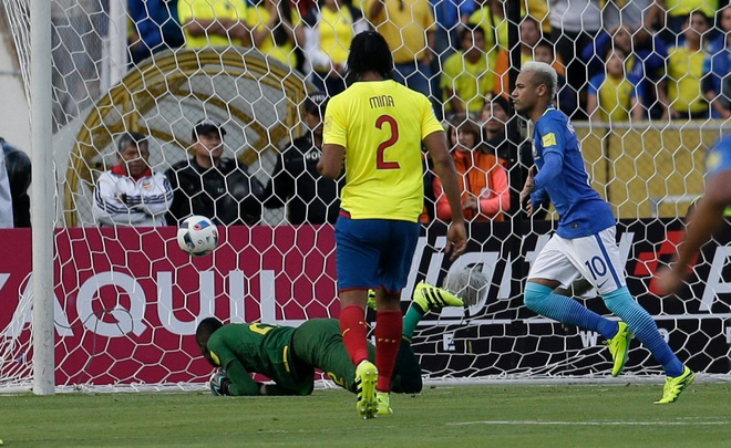 Gia mao Neymar lua fan nu gui anh khoa than roi tong tien hinh anh 1