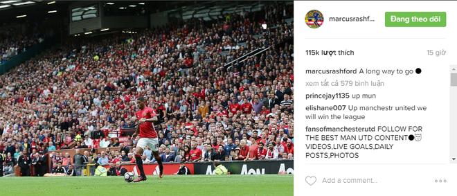 Ronaldo khoe bap tay con chuot tren ghe du bi hinh anh 7