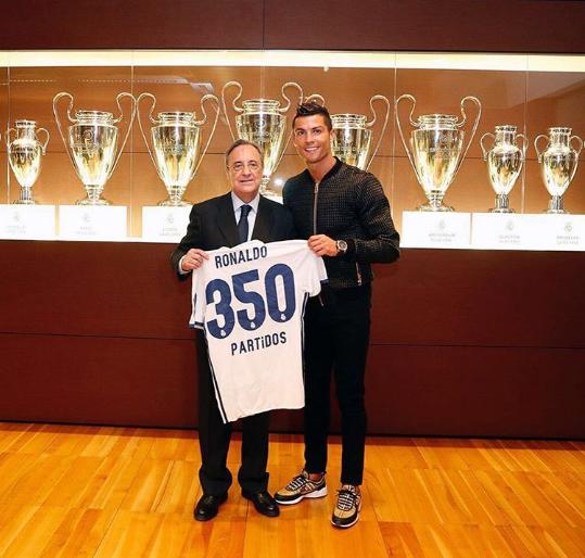 Ronaldo lam bai tap cung con trai hinh anh 2