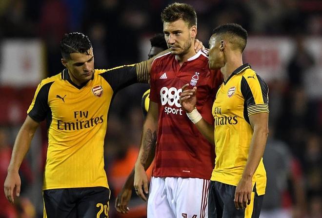 Doi cua 'Lord' Bendtner bi Arsenal huy diet hinh anh 14