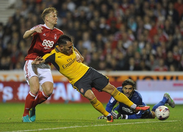 Doi cua 'Lord' Bendtner bi Arsenal huy diet hinh anh 10