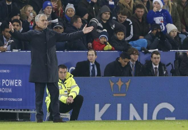 Mourinho cong khai chi trich hoc tro anh 13