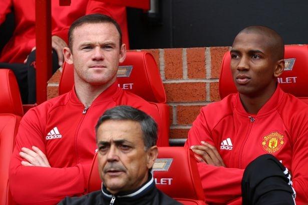 Mourinho cong bo ly do loai Rooney hinh anh