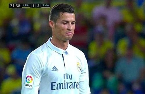 Bang chung Ronaldo chui Zidane sau khi roi san hinh anh