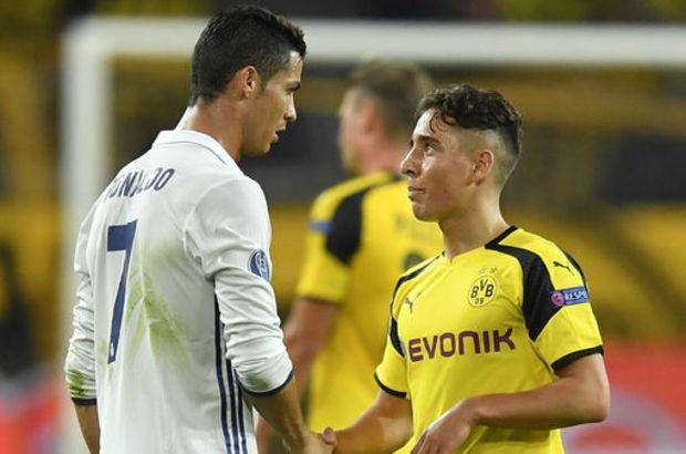 Sao Dortmund dung op dien thoai in hinh chup voi Ronaldo hinh anh