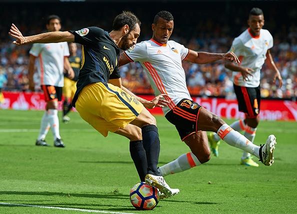 Atletico thang Valencia du da hong 2 qua phat den hinh anh 2