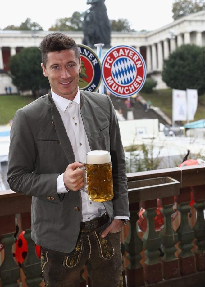 Bolt do suc voi sao Bayern o le hoi bia lon nhat the gioi hinh anh 3