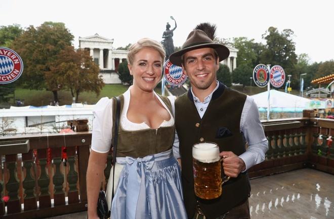 Bolt do suc voi sao Bayern o le hoi bia lon nhat the gioi hinh anh 11